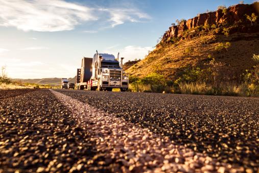 Carrying「Australia, Australian Truck on road」:スマホ壁紙(15)