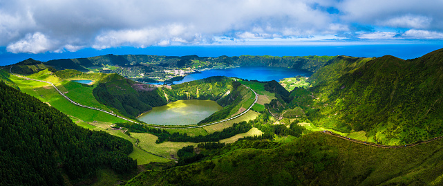 Volcanic Crater「Lake of Sete Cidades, Azores, Portugal」:スマホ壁紙(6)