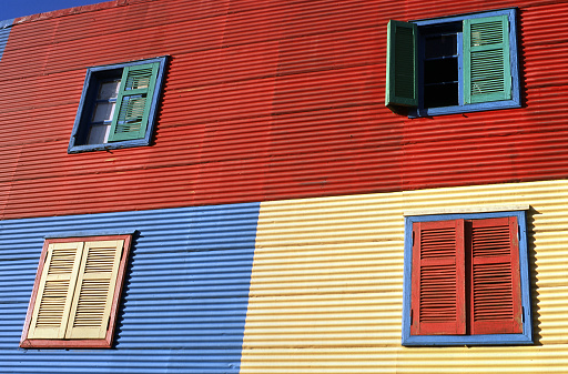 Buenos Aires「Four windows, La Boca Buenos Aires Argentina」:スマホ壁紙(13)