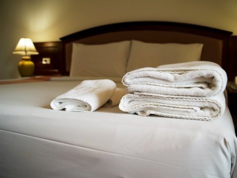 Motel「Hotel bedroom with towels on bed」:スマホ壁紙(6)