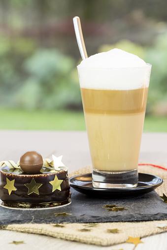 ソーサー「Latte Macchiato and small chocolate cake」:スマホ壁紙(4)