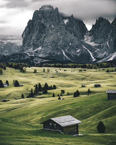Chalet「south tyrol view with alps in the background」:スマホ壁紙(18)
