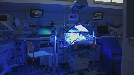 Struggle「Hospital ward for premature babies with ultraviolet illumination and incubators」:スマホ壁紙(15)