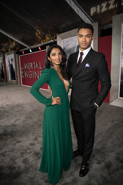 "Double Breasted「Premiere Of Universal Pictures' ""Mortal Engines"" - Red Carpet」:写真・画像(17)[壁紙.com]"