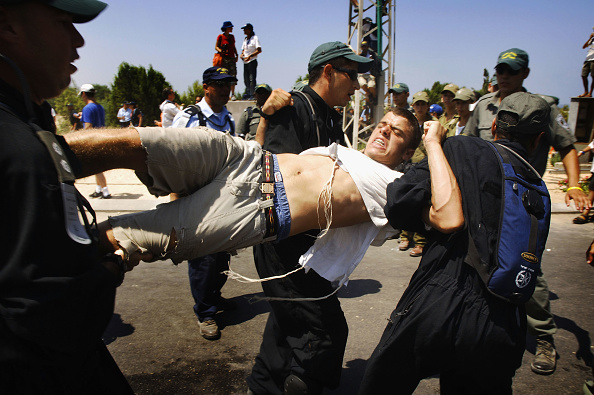 Domination「Israeli Police Clash With Anti-Disengagement Activists In Neve Dekalim」:写真・画像(16)[壁紙.com]