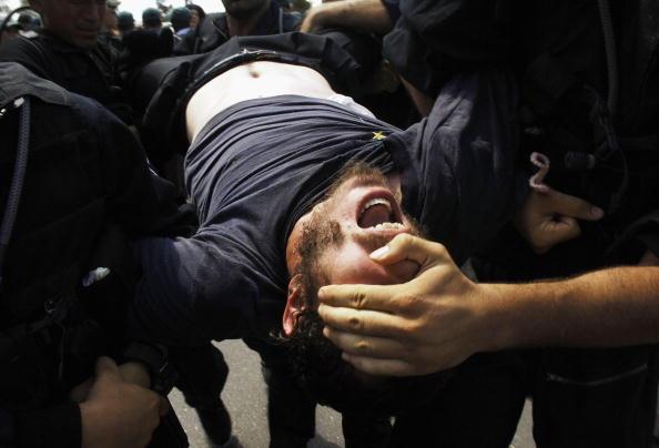 Security「Israeli Police Clash With Anti-Disengagement Activists In Neve Dekalim」:写真・画像(14)[壁紙.com]