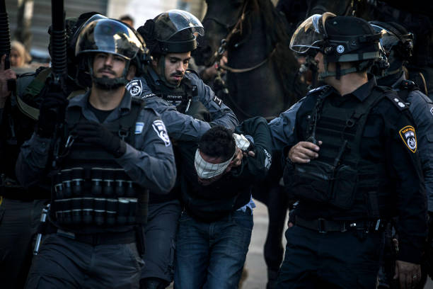 Arrest「Protests Continue into Fourth Day Across Jerusalem and the West Bank」:写真・画像(9)[壁紙.com]