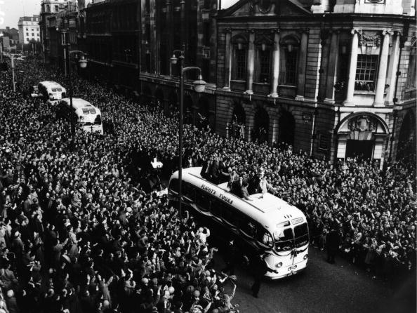 Double-Decker Bus「Villa Victory Parade」:写真・画像(13)[壁紙.com]