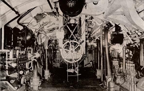 John Phillips「The Engine Room of a Holland Submarine, c1916.」:写真・画像(8)[壁紙.com]