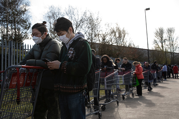 Waiting In Line「The UK's Capital Adjusts To Life Under The Coronavirus Pandemic」:写真・画像(4)[壁紙.com]