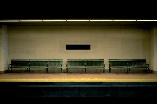 Bench「Benches on Train Station Platform 」:スマホ壁紙(19)
