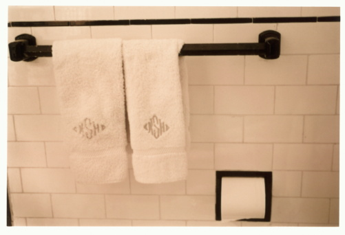Sepia Toned「Monogrammed towels on towel rack in bathroom (B&W)」:スマホ壁紙(10)
