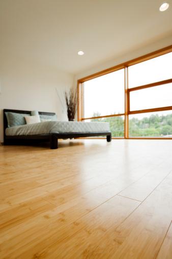 Bamboo「モダンなベッドルームには、木製のフローリング」:スマホ壁紙(8)