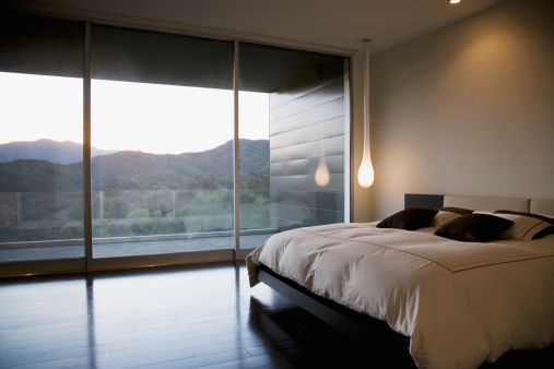 Calabasas「Modern bedroom and glass wall」:スマホ壁紙(8)