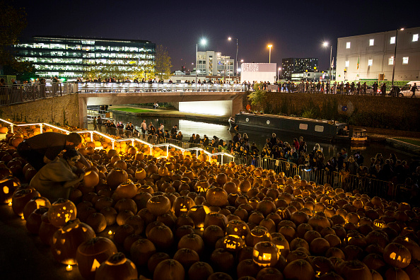 Side Lit「Installation Of 3,000 Pumpkins Unveiled In London」:写真・画像(13)[壁紙.com]