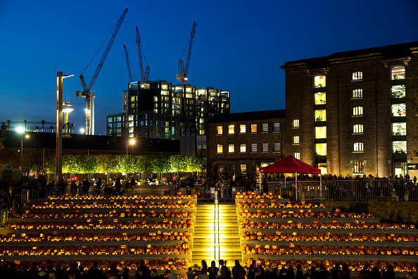 Side Lit「Installation Of 3,000 Pumpkins Unveiled In London」:写真・画像(12)[壁紙.com]