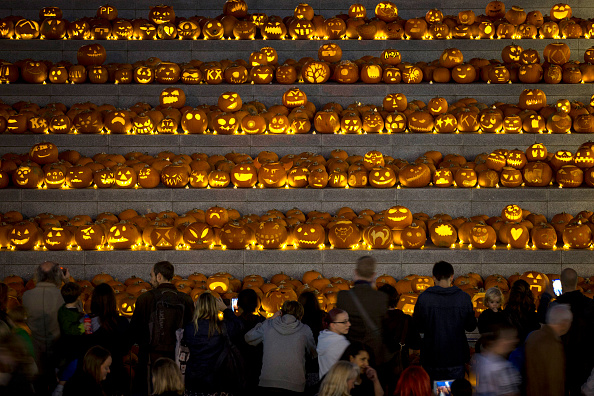Side Lit「Installation Of 3,000 Pumpkins Unveiled In London」:写真・画像(14)[壁紙.com]