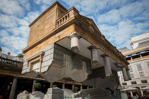 Covent Garden「Artist Alex Chinneck Installation In Covent Garden」:写真・画像(1)[壁紙.com]