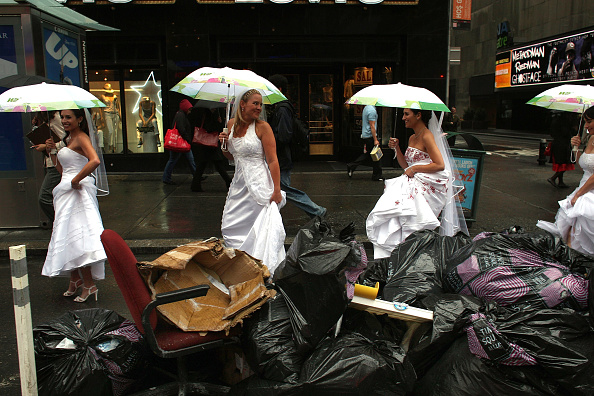 Eccentric「Five Military Couples Get Married In New York's Times Square」:写真・画像(17)[壁紙.com]
