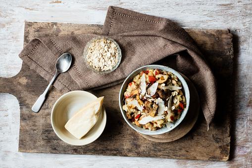 テーブルセッティング「Bowl of porridge with bell pepper, champignon and parmesan」:スマホ壁紙(7)
