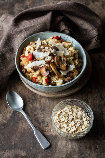 Oats - Food「Bowl of porridge with bell pepper, champignon and parmesan」:スマホ壁紙(18)