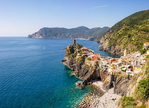 La Spezia「View over Vernazza, one of Italy's Cinque Terre」:スマホ壁紙(5)