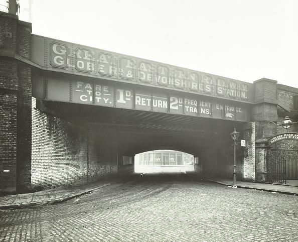 Dark「Railway Bridge Across Globe Road, Bethnal Green, London, 1914」:写真・画像(19)[壁紙.com]