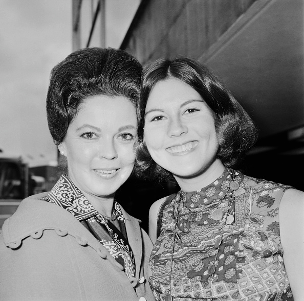 Shirley Temple「Shirley Temple And Daughter」:写真・画像(15)[壁紙.com]