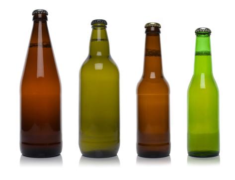アップルサイダー「4 つの異なるボトルビールを白で分離」:スマホ壁紙(6)