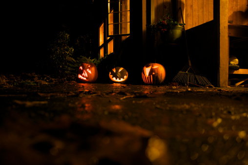 Focus On Background「Glowing Carved Halloween Pumpkins in Back Yard at Night, USA」:スマホ壁紙(4)