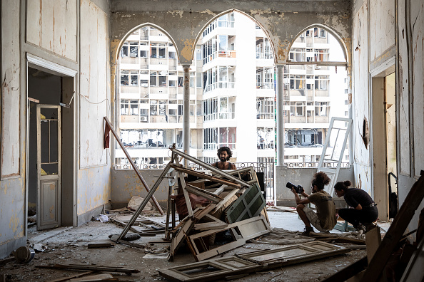 Exploding「Beirut Picks Up The Pieces After Deadly Blast」:写真・画像(17)[壁紙.com]