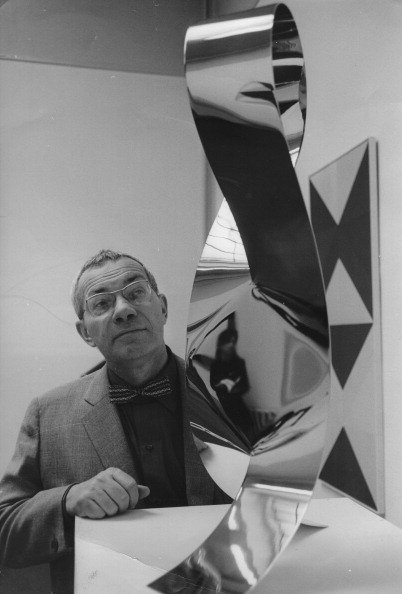 Sculpture「Artist And Architect Max Bill With One Of His Sculptures At The Kunsthalle In Bern (On The Occasion Of His 60Th Birthday). 1968. Photograph」:写真・画像(1)[壁紙.com]