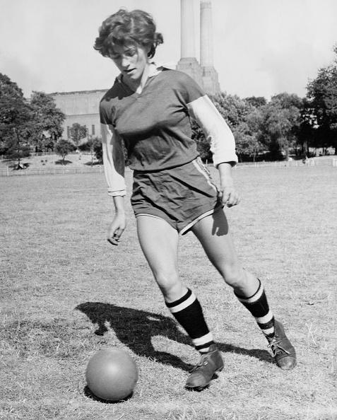 Women's Soccer「Female Centre-Forward」:写真・画像(3)[壁紙.com]