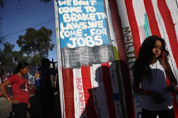 Baja California Peninsula「Immigrant Caravan Members Gather At U.S.-Mexico Border」:写真・画像(10)[壁紙.com]