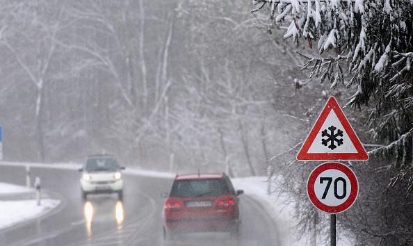 雪の結晶「Snow Returns To Germany」:写真・画像(2)[壁紙.com]