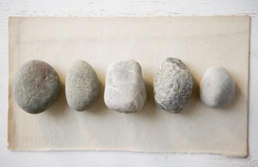 Pebble「Stones in a row」:スマホ壁紙(6)