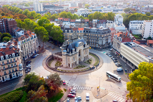Bus「The Paris Gate Monument (Porte de Paris), view from the Belfry of Lille City Hall in october, Lille, North of France」:スマホ壁紙(2)