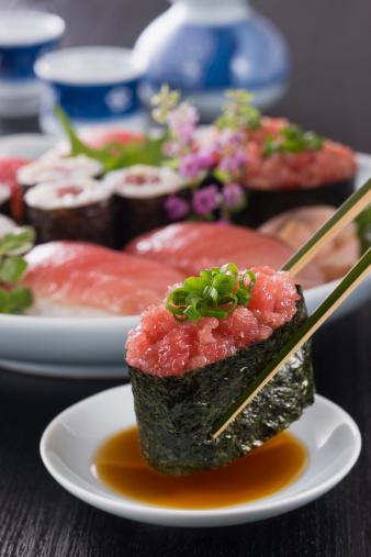 Sake「Negitoro Sushi Dipped into Soy Sauce」:スマホ壁紙(8)