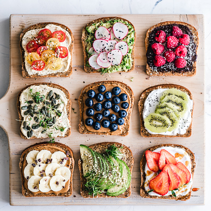 Radish「Slices of toast with a variety of healthy toppings」:スマホ壁紙(15)