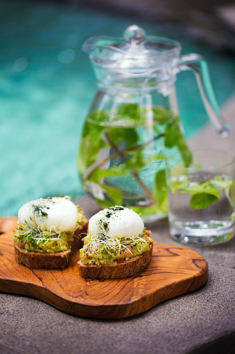 Guacamole「Slices of toast with mashed avocado, boiled egg and sprouts」:スマホ壁紙(13)