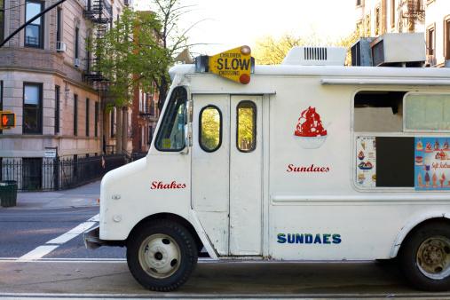 アイスクリーム「Icecream truck on city street」:スマホ壁紙(18)