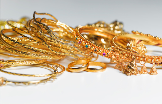 Excess「Recession/Recycling gold jewellery」:スマホ壁紙(4)