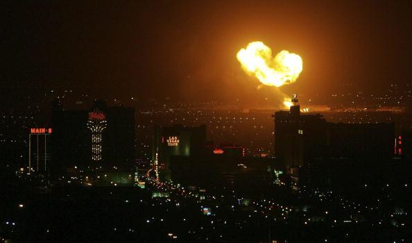 Fireball「Lightning Sparks Explosions At Propane Store」:写真・画像(7)[壁紙.com]