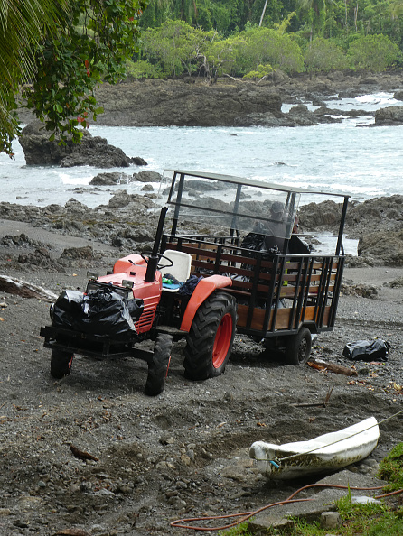 Finance and Economy「Tractor For Transporting Tourista And Luggage From River Arrival At Hotel」:写真・画像(5)[壁紙.com]