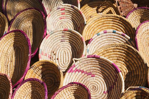Salé - Morocco「Woven plates on display for sale」:スマホ壁紙(12)