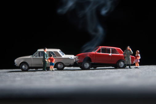 Figurine「model family at the scene of a toy car crash」:スマホ壁紙(18)