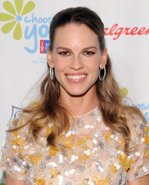 """Half Up Do「The American Cancer Society And Executive Producer Hilary Swank Preview """"Choose You"""" At Blue Carpet Event」:写真・画像(13)[壁紙.com]"""