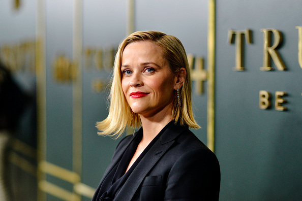 """Reese Witherspoon「Premiere Of Apple TV+'s """"Truth Be Told"""" - Red Carpet」:写真・画像(3)[壁紙.com]"""