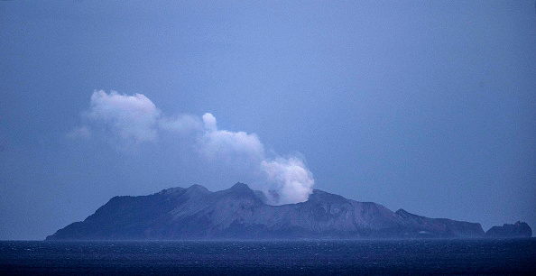 Volcano「Several Feared Dead As Volcano Erupts In Bay Of Plenty」:写真・画像(0)[壁紙.com]