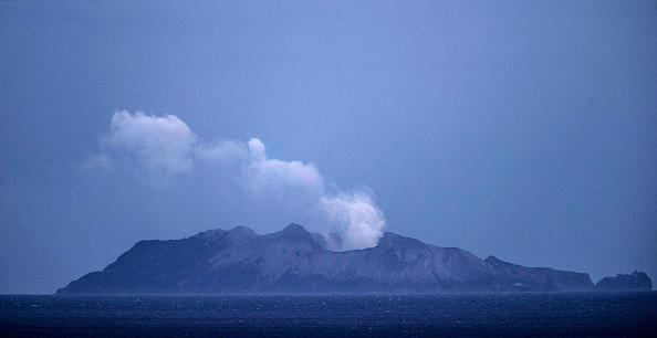 Volcano「Several Feared Dead As Volcano Erupts In Bay Of Plenty」:写真・画像(0)[壁紙.com]
